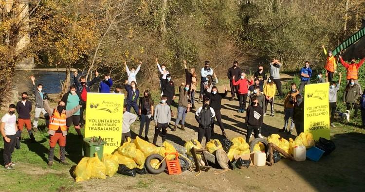 La Asociación Amigos de los Ríos actúa en las riberas del Tirón a su paso por Haro
