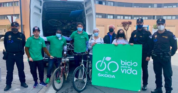 """El Ayuntamiento de Haro dona 27 bicicletas a la ONG """"Bicis para la Vida"""""""
