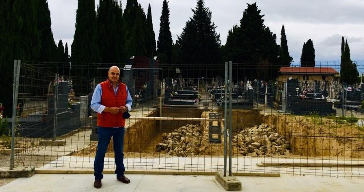El Ayuntamiento inicia las obras de construcción de nuevas fosas en el cementerio